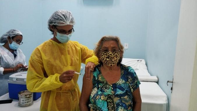 Prefeitura do Natal inicia segunda dose de Coronavac para idosos 90 anos e mais