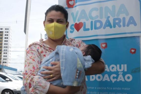 Lactantes com bebê de até seis meses podem se vacinar contra Covid a partir desta sexta (11)