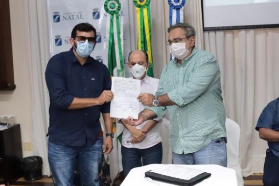 Álvaro Dias assina ordem de serviço para requalificação do Beco da Lama