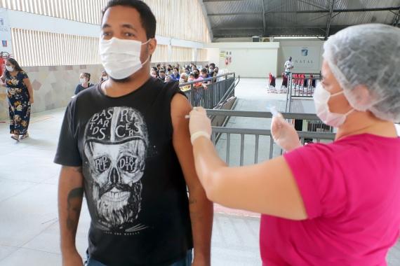 Natal já aplicou ao menos uma dose da vacina em mais de 53% da população